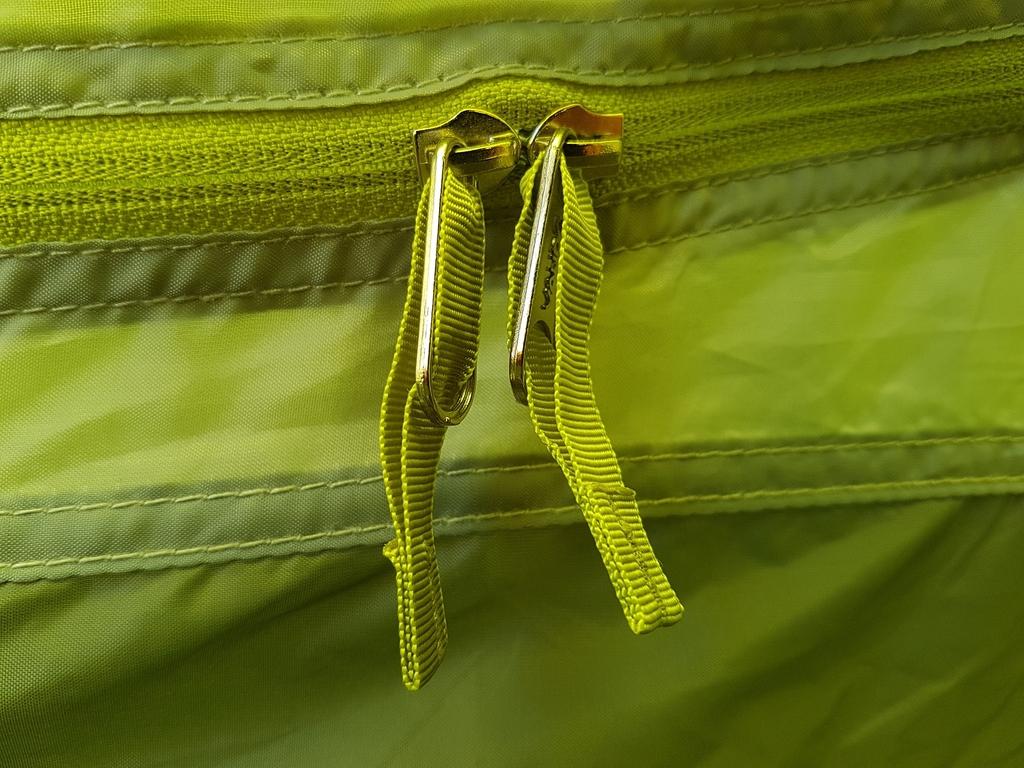 Double zip au niveau des fermetures Éclair