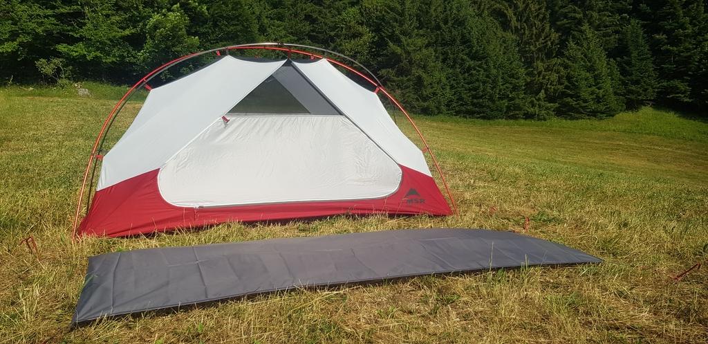 Le footprint ou tapis de sol supplémentaire est adapté aux dimensions de la tente